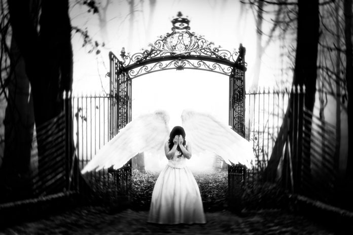 Ange à la porte du paradis