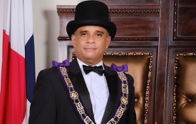 Líctor Reyna est Grand Maître de la Loge de Panama