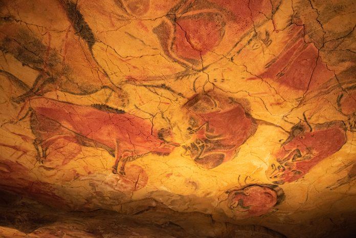Peinture rupestre dans une grotte