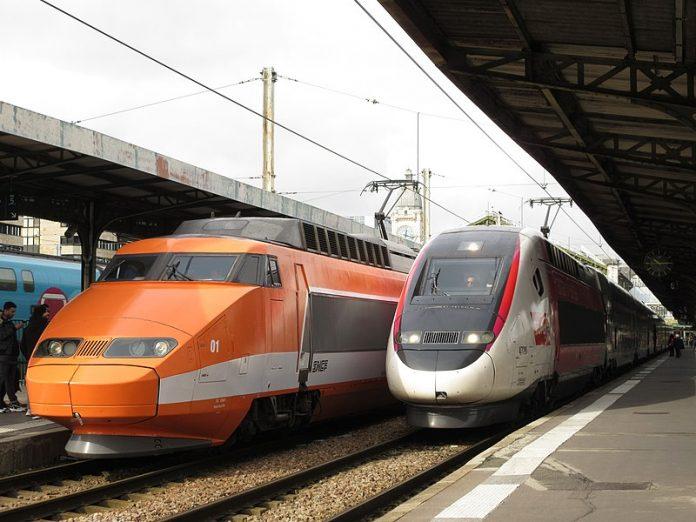2 TGV en gare de Lyon