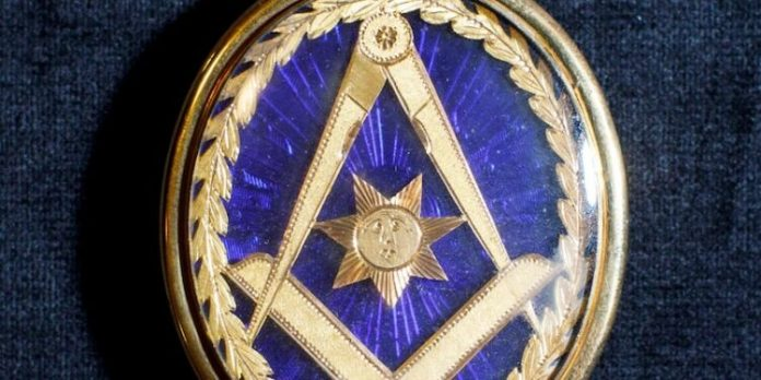 franc-maconnerie-symboles-maconniques-medaillon-medaille