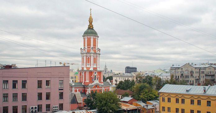 tour Menchikov dans la voie Arkhangelsky